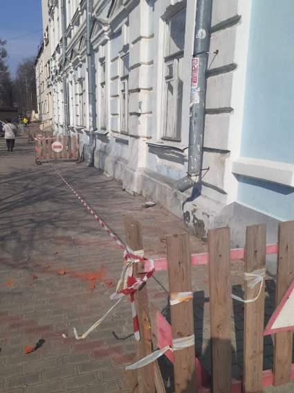 В Ивановкой области с муниципального здания упали кирпичи