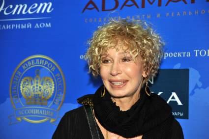 Бузова раскритиковала личную жизнь 74-летней Татьяны Васильевой
