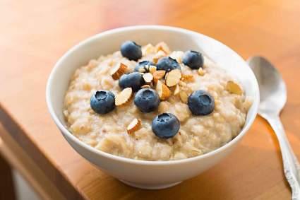 Диетолог Роксана Эхсани сообщила о вреде овсяной каши на завтрак