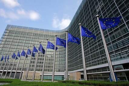 Еврокомиссия поддерживает позицию Чехии по высылке российских дипломатов