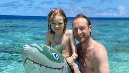 Тренер по фигурному катанию Плющенко показал фото с отдыха на Мальдивах