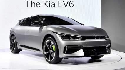 Kia EV6 GT оставил позади в дрэге четыре суперкара и уступил только одному