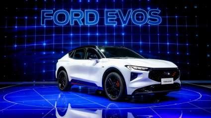Компания Ford представила в Китае новый кроссовер Ford Evos 2021 модельного года