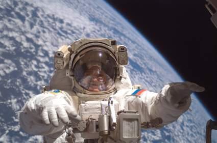 Зарплата опытных космонавтов превысит 500 тысяч рублей в месяц