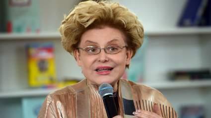 Елена Малышева выставила публикацию со своими тремя внуками