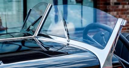 Как уберечь ветровое стекло от царапин: автоэксперты «За рулем» дали 7 простых советов