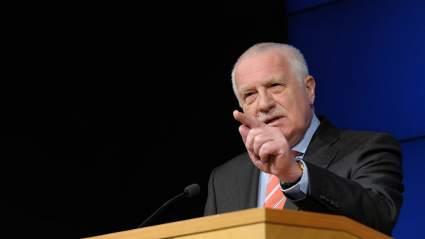 Бывший президент Чехии заявил, что ему стыдно за действия Праги в отношении Москвы