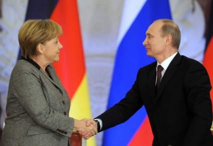 Путин и Меркель обсудили по телефону ситуацию на Донбассе, в Сирии и Ливии