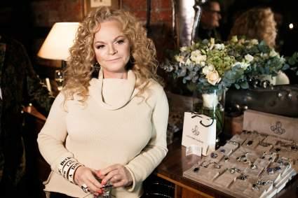 Певица Лариса Долина осудила мужчин за маникюр