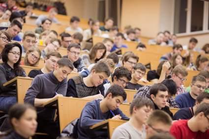 Студентов российских вузов отпустят на каникулы с 1 по 10 мая