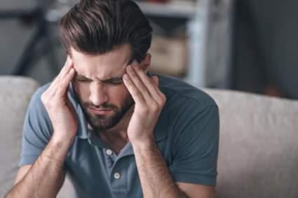 Врач Безымянный предупредил об опасности приема обезболивающих при головной боли