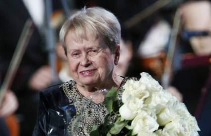 91-летняя Александра Пахмутова впервые появилась на публике после перенесенного COVID-19