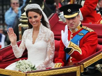Принц Уильям и Кейт Миддлтон показали новые семейные фотографии в честь 10-летия свадьбы