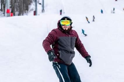 Боец Исмаилов попробовал себя в сноубординге