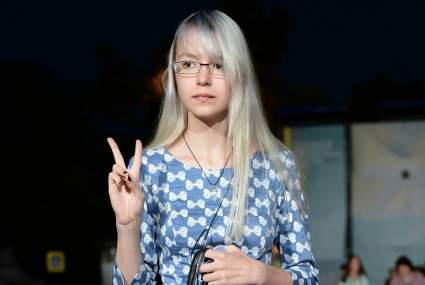 Журналистка Монгайт сообщила, что небинарная дочь Михаила Ефремова стала Сергеем