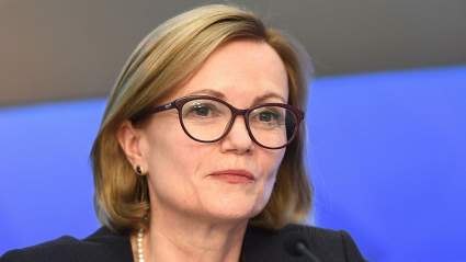 Посол Великобритании Дебора Броннерт покинула здание МИД РФ, отказавшись от комментариев