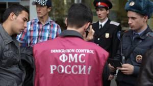 Медведев предложил усложнить получение права на работу для мигрантов