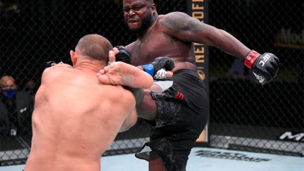 Олейник прокомментировал поражение от Льюиса на турнире UFC