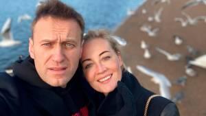 Юлию Навальную не пускают к мужу и немецким врачам силовики в омской больнице