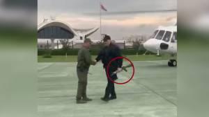 Лукашенко прилетел в Минск и вышел из вертолета с автоматом в руках