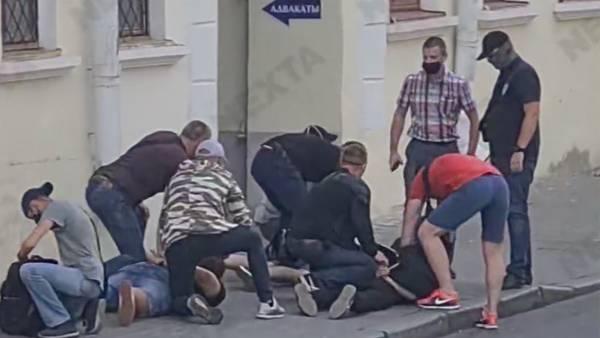 В Минске грубо задержали трех журналистов «Дождя», освещавших выборы