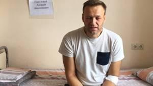 В Кремле допустили возможность лечения Навального за рубежом