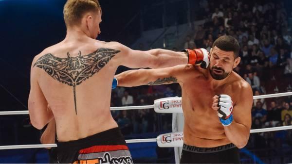 Боец UFC Волков показал новую татуировку во всю спину