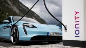 Porsche анонсировал новый электрический Porsche Taycan 2021 года