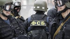 ФСБ показала видео задержания подозреваемого в госизмене военного