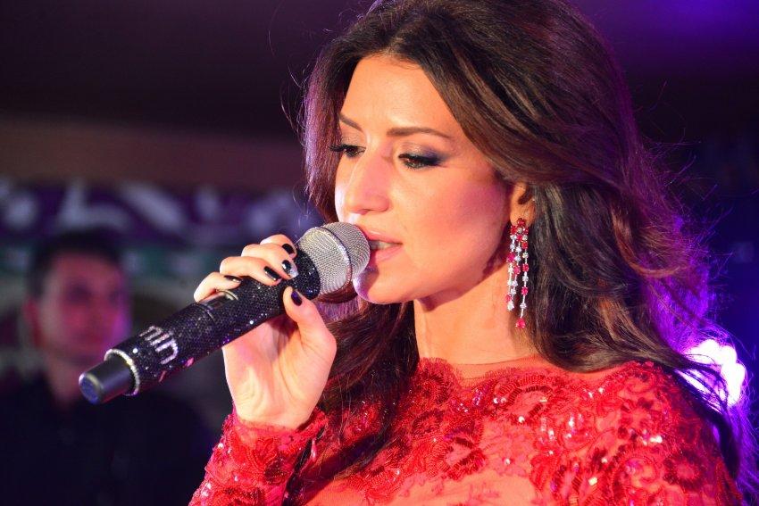 Певица Жасмин сообщила о смерти отца от последствий коронавируса