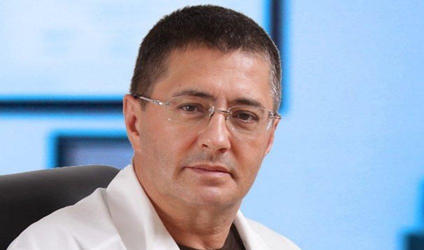 Доктор Александр Мясников объяснил, почему не надо вызывать скорую помощь при COVID-19