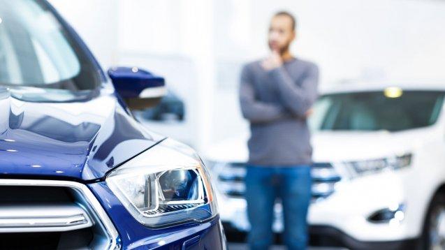 Эксперт посоветовал россиянам отложить приобретение нового автомобиля на год-полтора