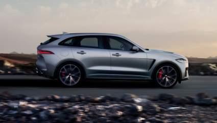 Компания Jaguar назвала стоимость обновленного электрокроссовера F-Pace в России