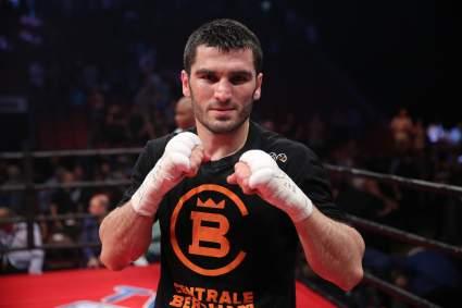 Артур Бетербиев готовится к поединку против Адама Дайнеса в Канаде