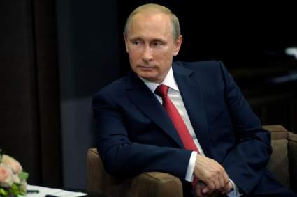 Владимир Путин поздравил Джо Байдена и Дональда Трампа с наступающими праздниками