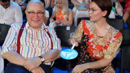 Молодая жена Петросяна показала, какой подарок Дед Мороз сделал их сыну
