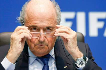 Бывший президент ФИФА Йозеф Блаттер оказался в центре скандала из-за обвинения в растрате 500 млн франков