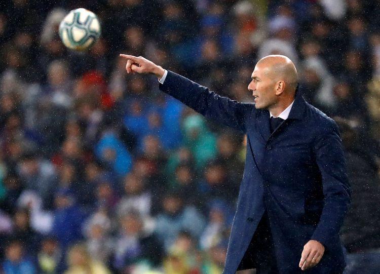 «Реал» не намерен увольнять Зидана. Тренеру выразили доверие