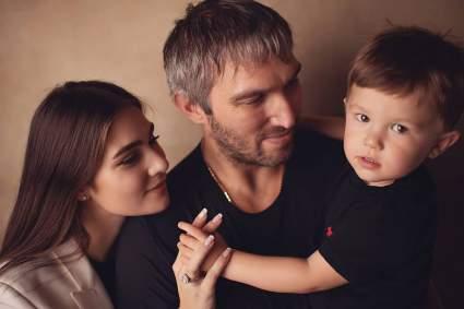 Овечкин и Шубская впервые показали лицо младшего сына