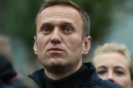 """Песков заявил о """"приглядывании"""" Путина за Навальным"""