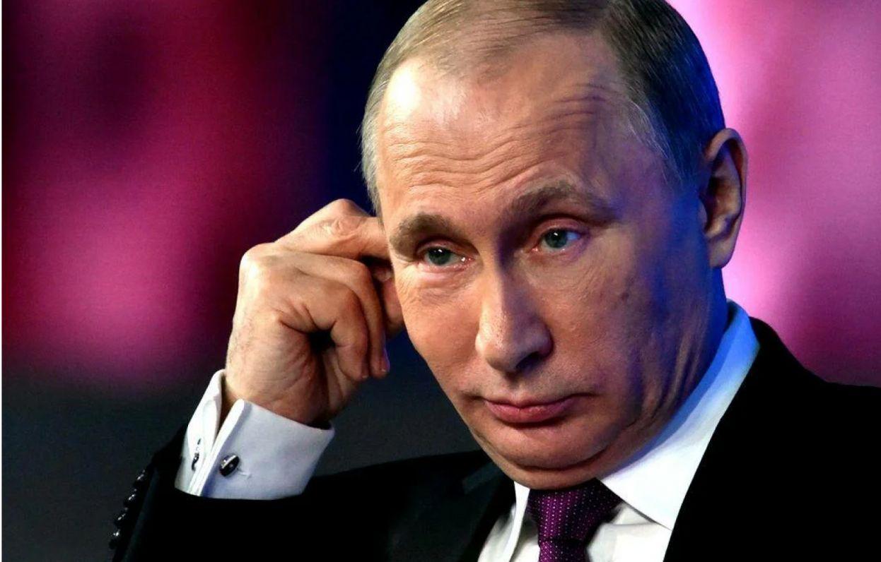 Рейтинг Путина среди молодежи за год снизился в два раза
