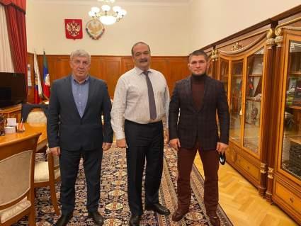 ВРИО Дагестана Меликов и Нурмагомедов обсудили развитие футбола и строительство спортивной базы в Дагестане