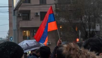 Протестующие в Ереване требуют отставки Пашиняна