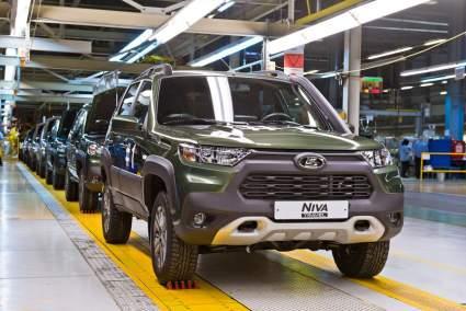 """В """"АвтоВАЗе"""" объяснили, почему новая Lada Niva осталась со старым мотором"""