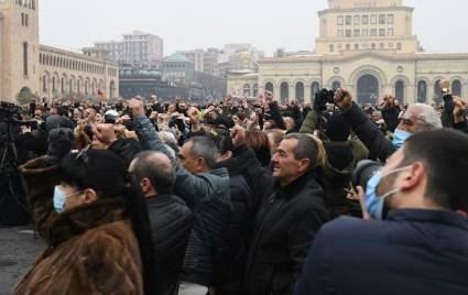Правоохранительные органы начали задерживать протестующих в Ереване