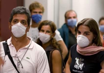 Россия запретила закупки иностранных медицинских масок до конца 2021 года