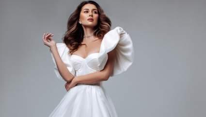 Заворотнюк поразила поклонников снимками в свадебном платье
