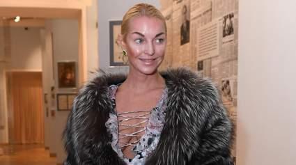 Волочкова использовала авоську в качестве головного убора