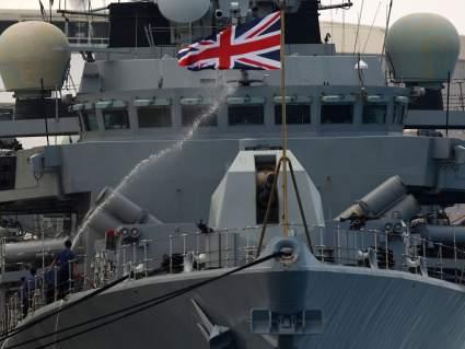 Великобритания подняла военный флот по тревоге из-за ремонтного судна России