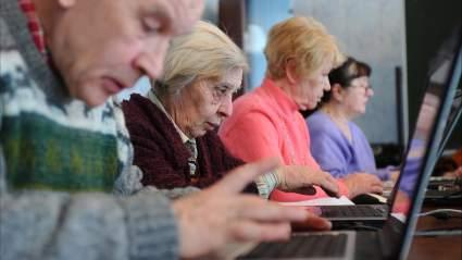 В Госдуме потребовали выплачивать старикам в РФ пенсии согласно Конституции